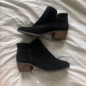 crown vintage suede black booties 🧚